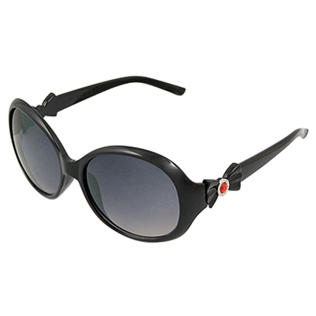 Lady Black Single Bridge Bowtie Accent Plastic Sunglasses