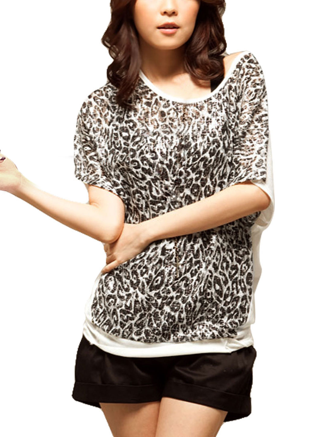 Women Scoop Neck Bat Sleeve Leopard Print Front White Back Shirt S