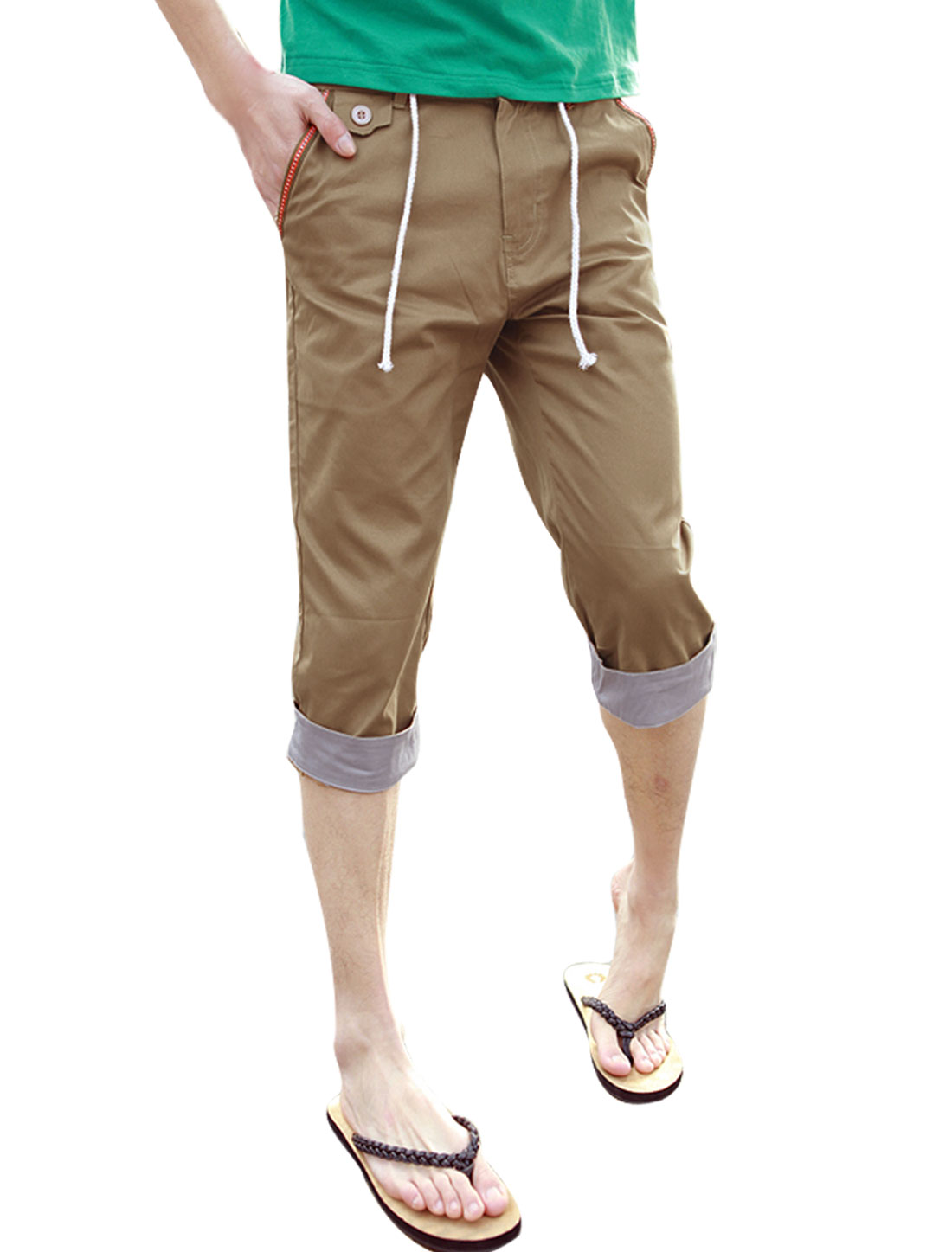 Men Casual Dark Khaki Slant Side Pockets Buttoned Decor Capris W32