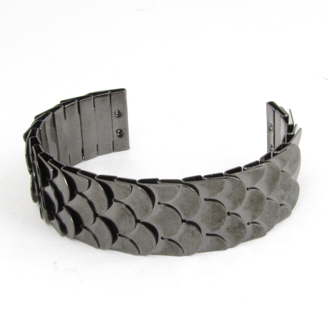 Woman Metal Fish Scale Pattern Hoop Wrist Bracelet Silver Gray