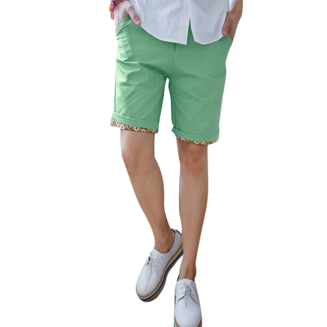 Man Stylish Slant Pockets Casual Floral Details Shorts Light Green W33