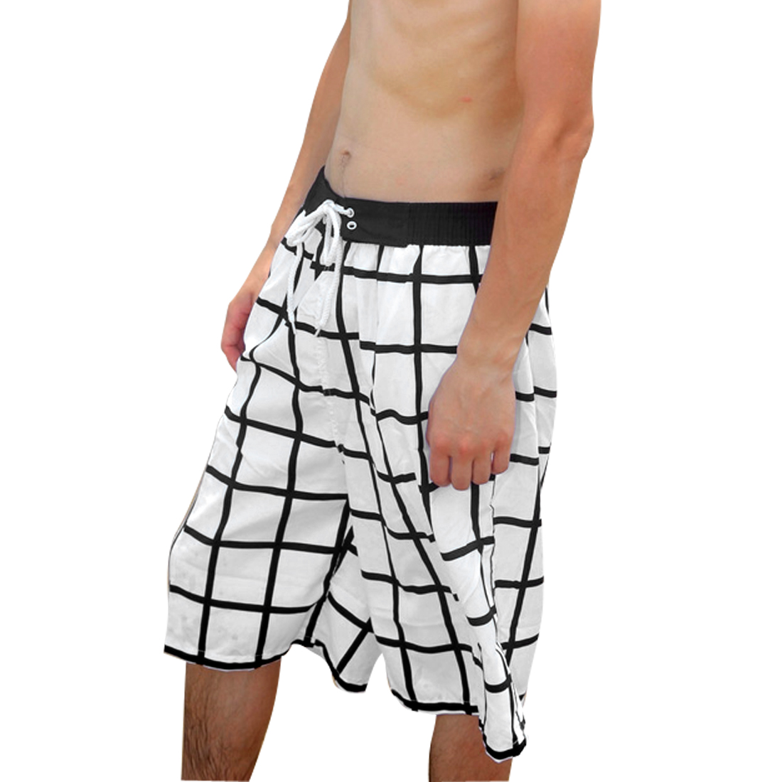 Men Elastic Waist Plaids Pattern Drawstring Style Shorts Black White W33