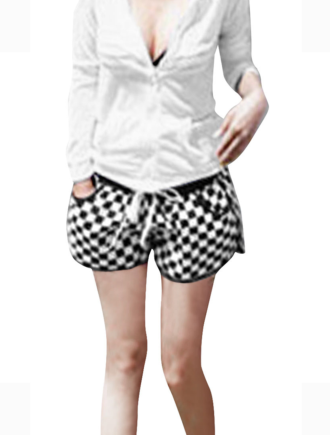 Women Elastic Waist Drawstring Style Plaids Pattern Shorts Black White M
