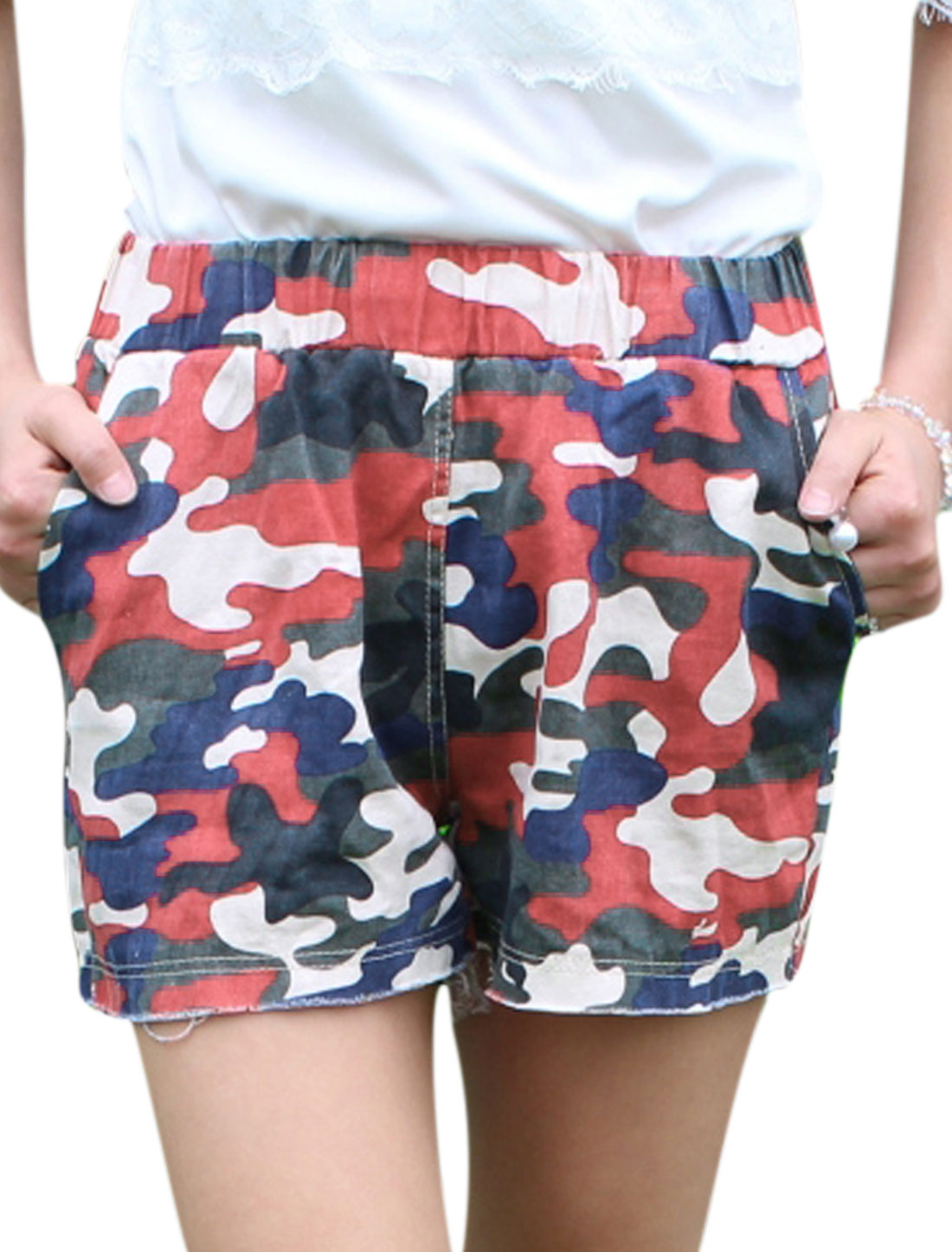Lady Fashion Stretchy Waist Camouflage Pattern Shorts Beige Red XS
