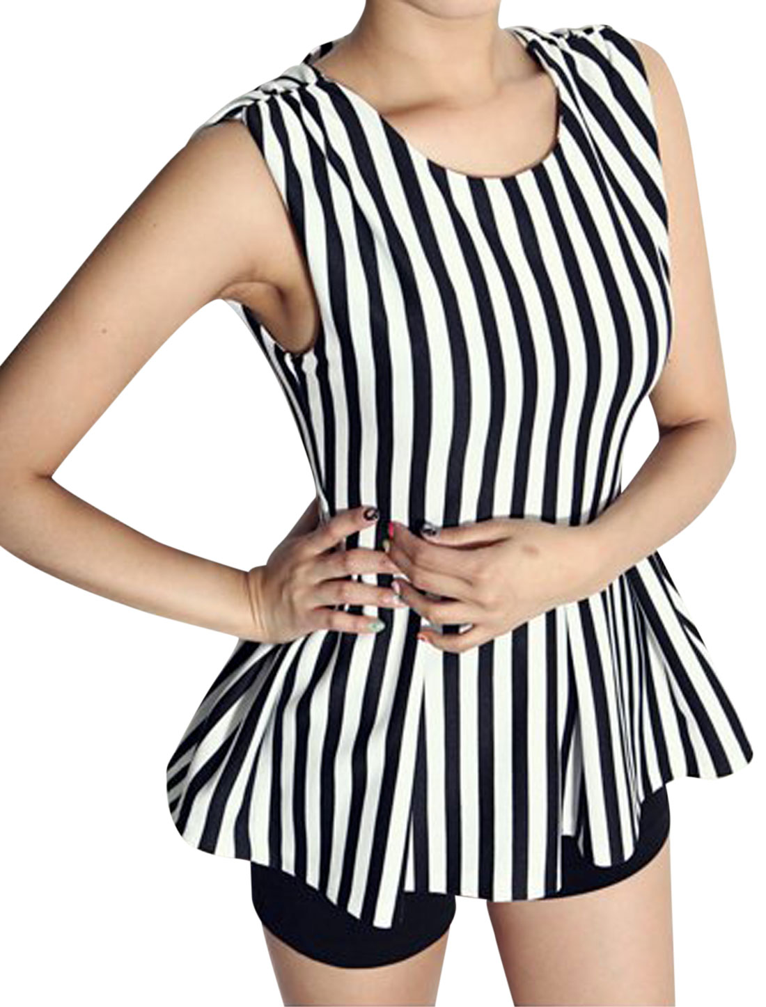 Women Vertical Stripes Pattern Backless Pleated Hem Fashion Top Black White S
