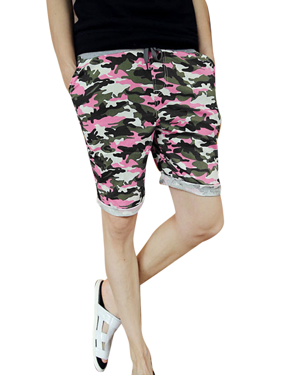 Men Drawstring Elastic Waist Two Slant Pockets Camouflage Shorts Pink Army Green W28