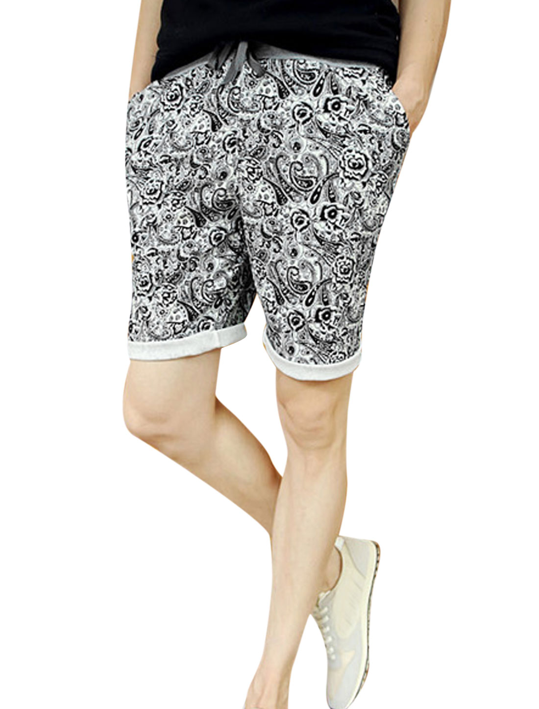 Man Paisleys Prints Drawstring Stretchy Waist Slim Casual Short Pants Black W28