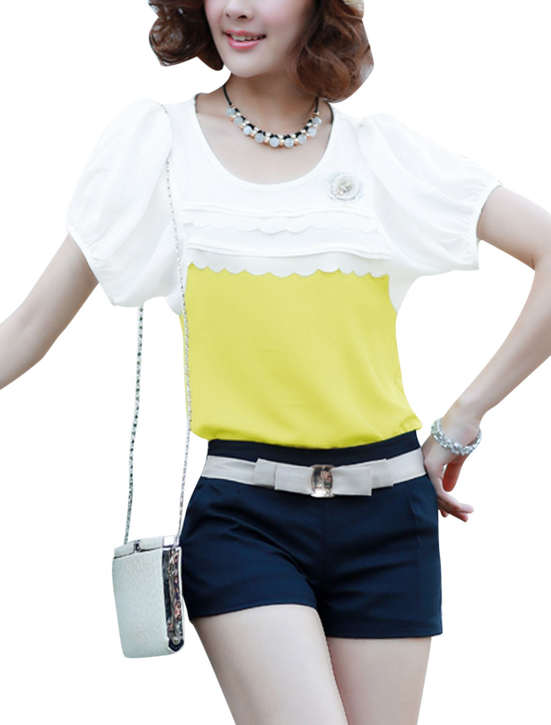 Lady Short Sleeve Scalloped Trim Front T-Shirt w Brooch White Yellow S
