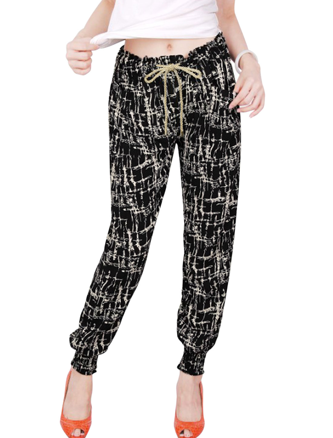 Lady All Over Print Front Pockets Elastic Waist Jogger Pants Beige Black XS