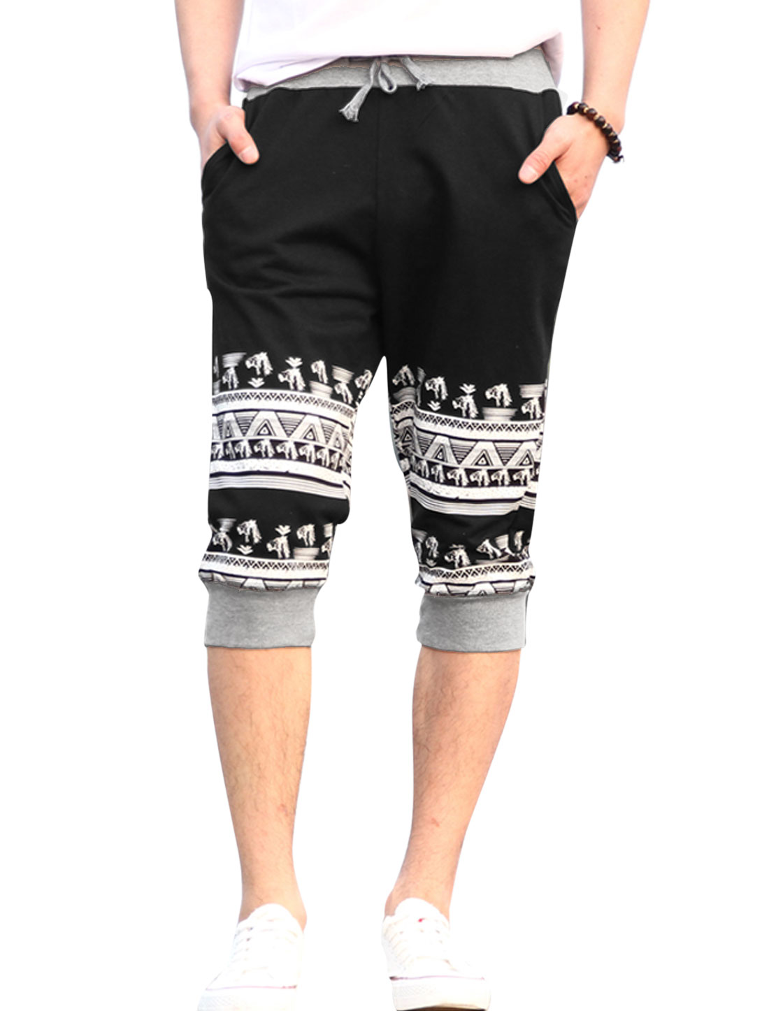 Men Drawstring Waist Horse Head Printed Casual Capris Pants Black W30