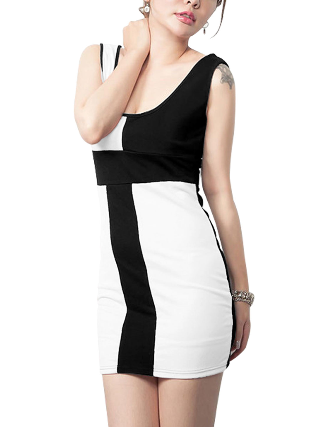 Lady Round Neck Sleeveless Colorblock Slim Fit Mini Dress Black White M