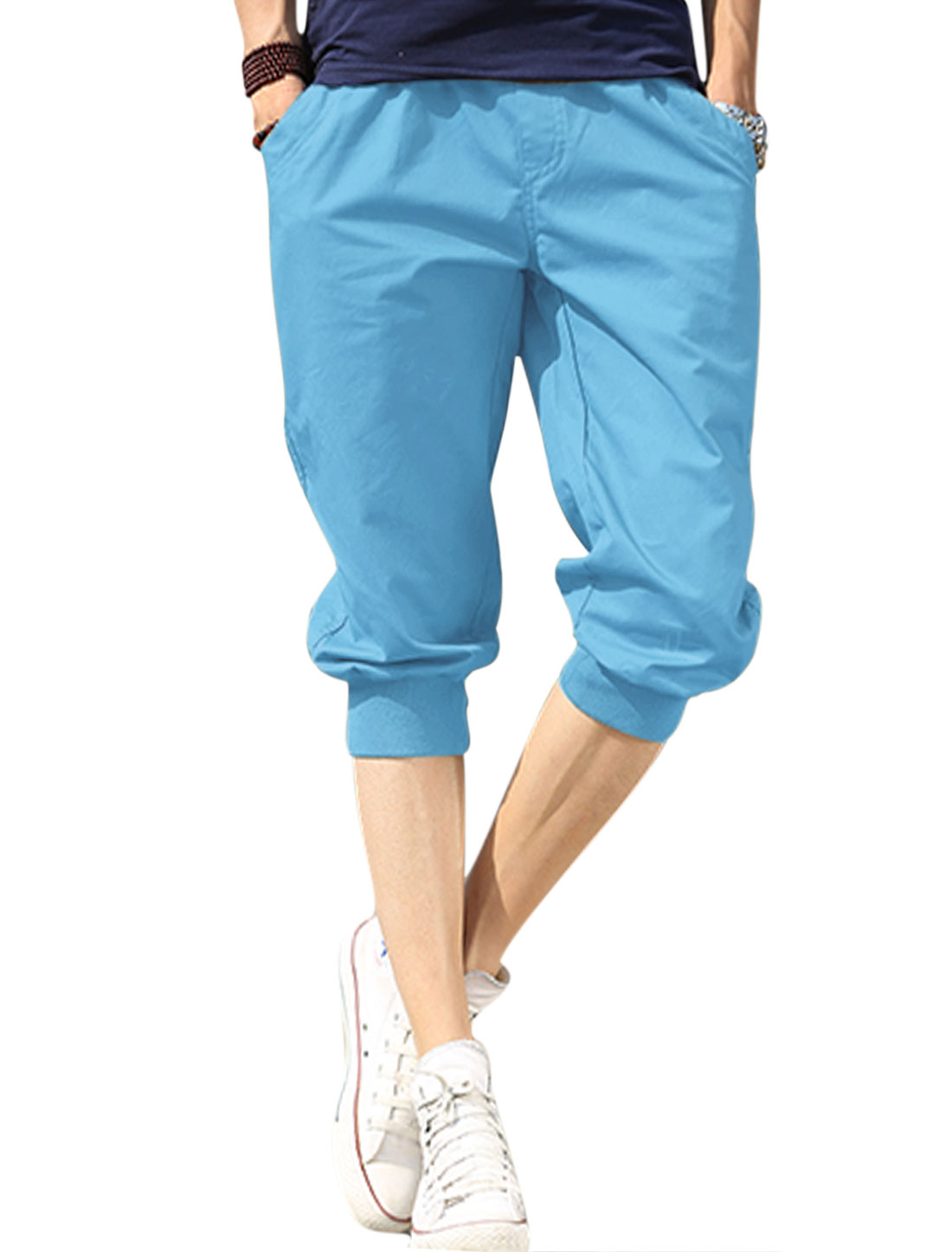 Men Elastic Waist Front Slant Pockets Ribbed Cuffs Capris Light Blue W30