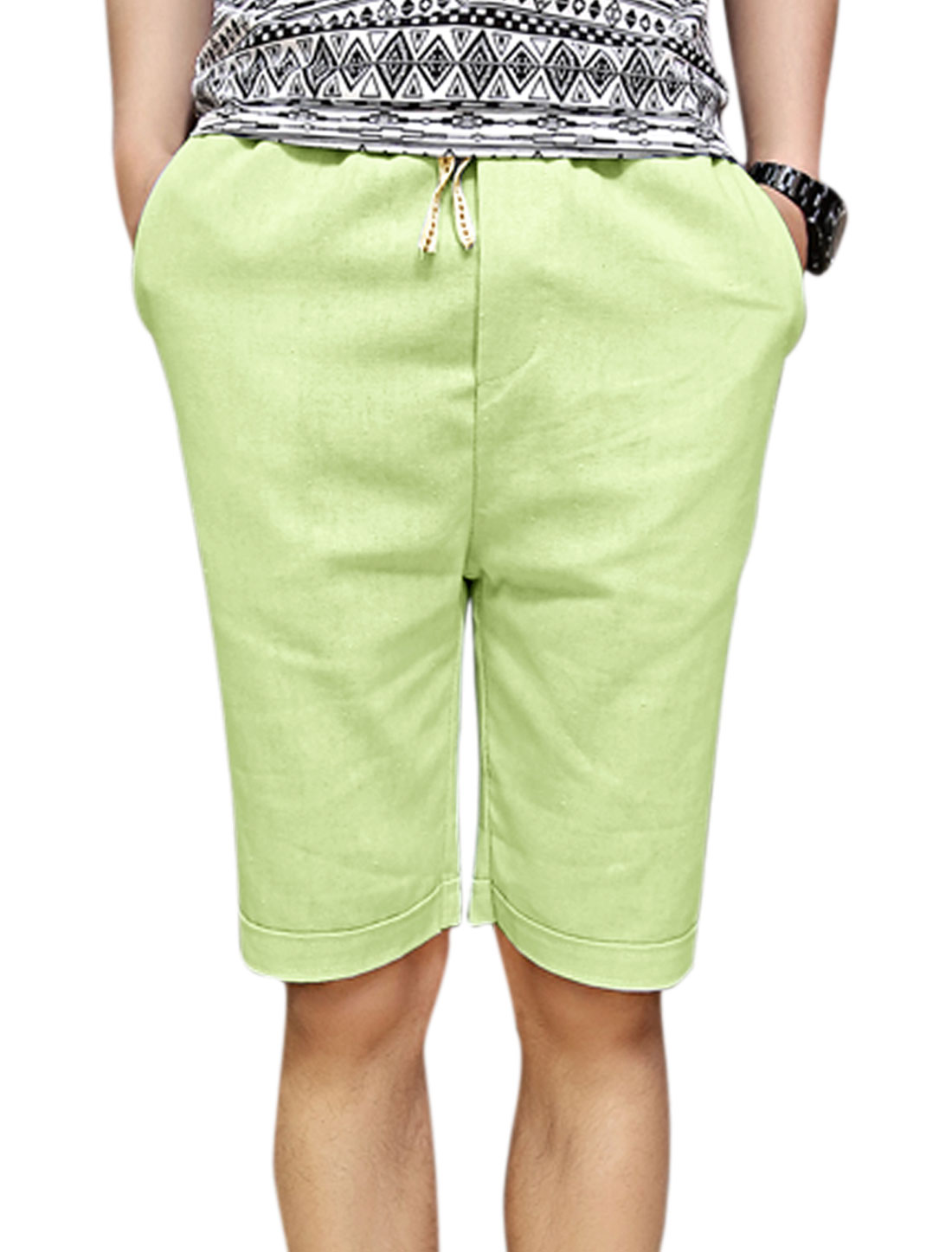 Man's Slant Front Pockets Elastic Waist Linen Shorts Light Green W30