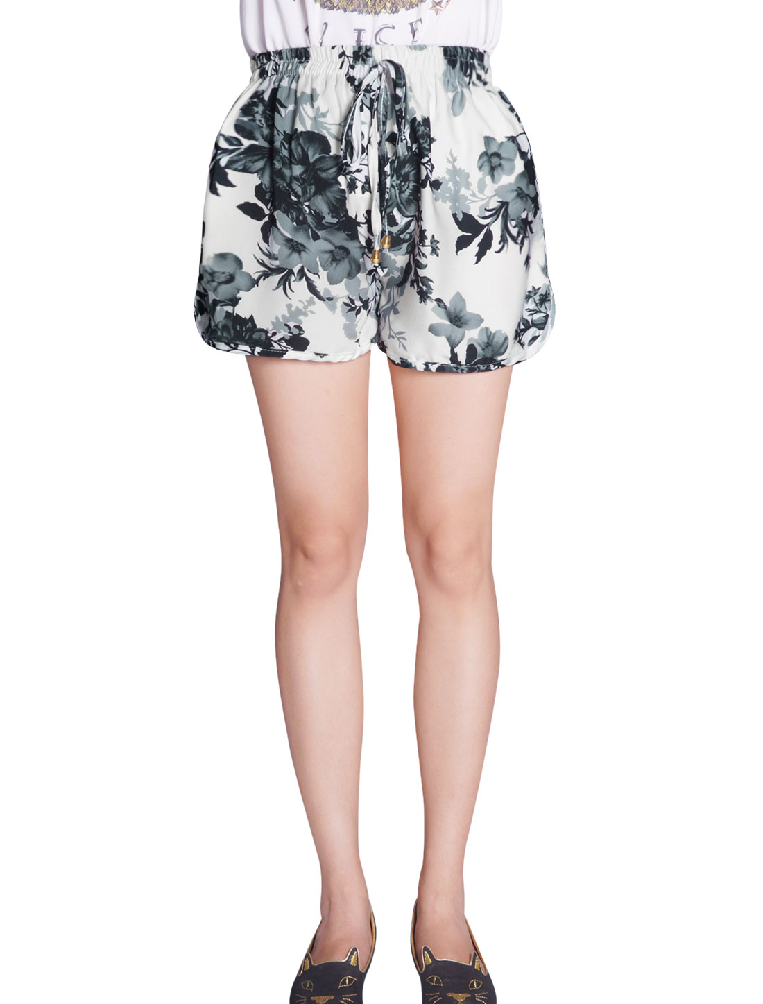Lady Elastic Drawstring Waist Floral Prints Leisure Shorts White XS
