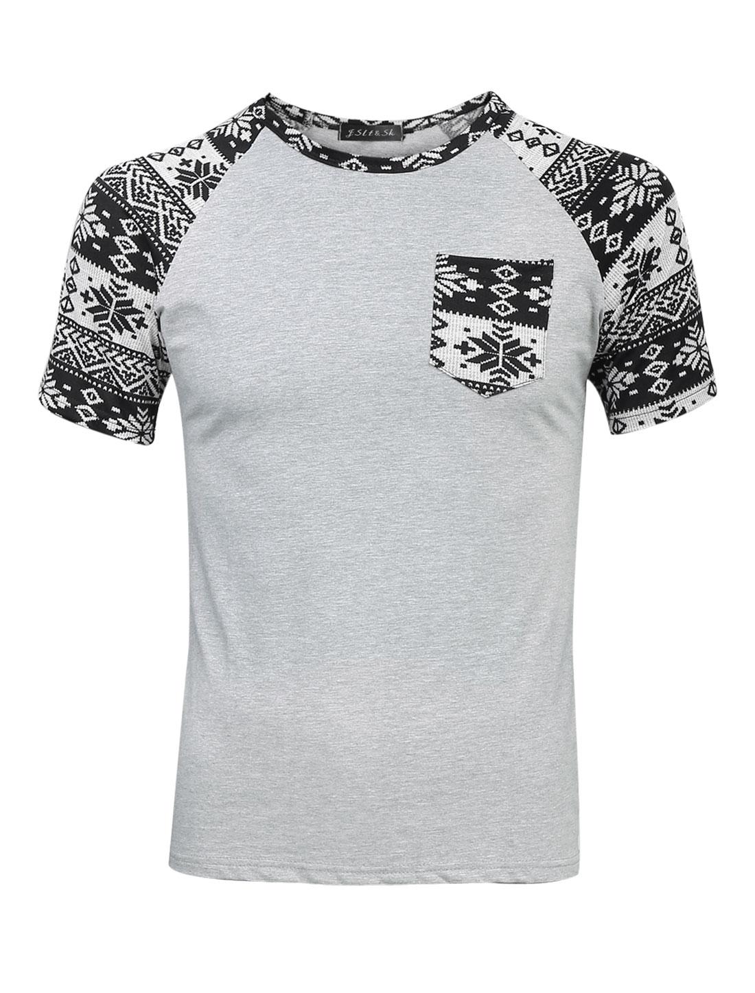 Men Snowflake Prints Breast Pocket Patchwork Slim Fit Tee Light Gray S