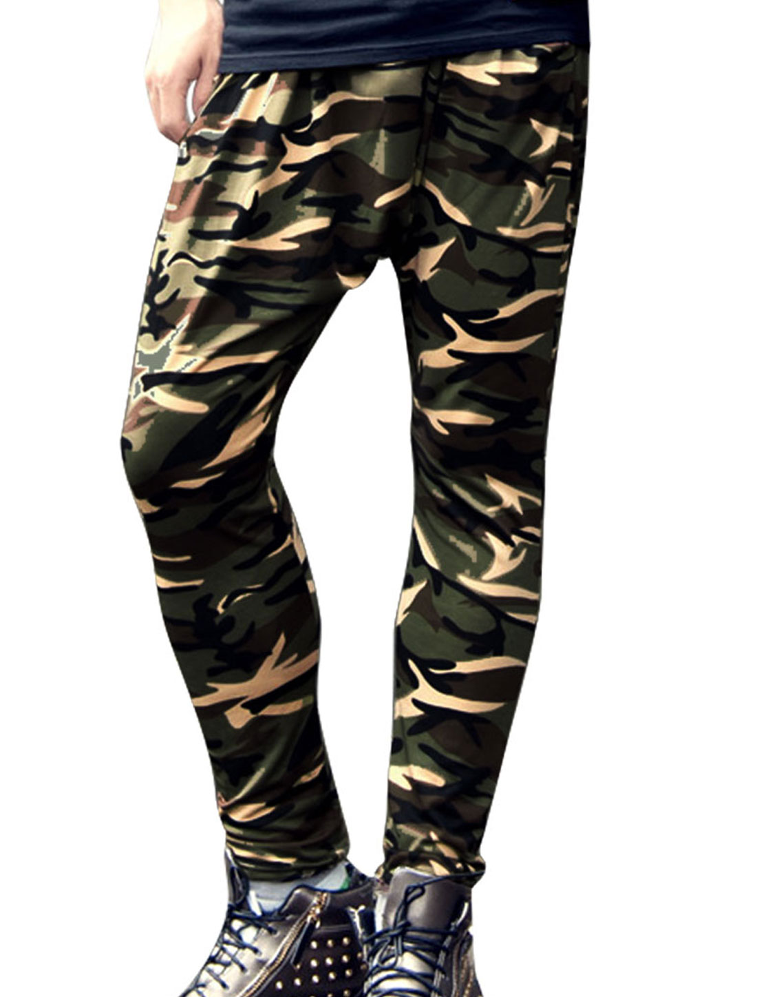 Men Elastic Drawstring Waist Camouflage Pattern Cropped Pants Army Green W28