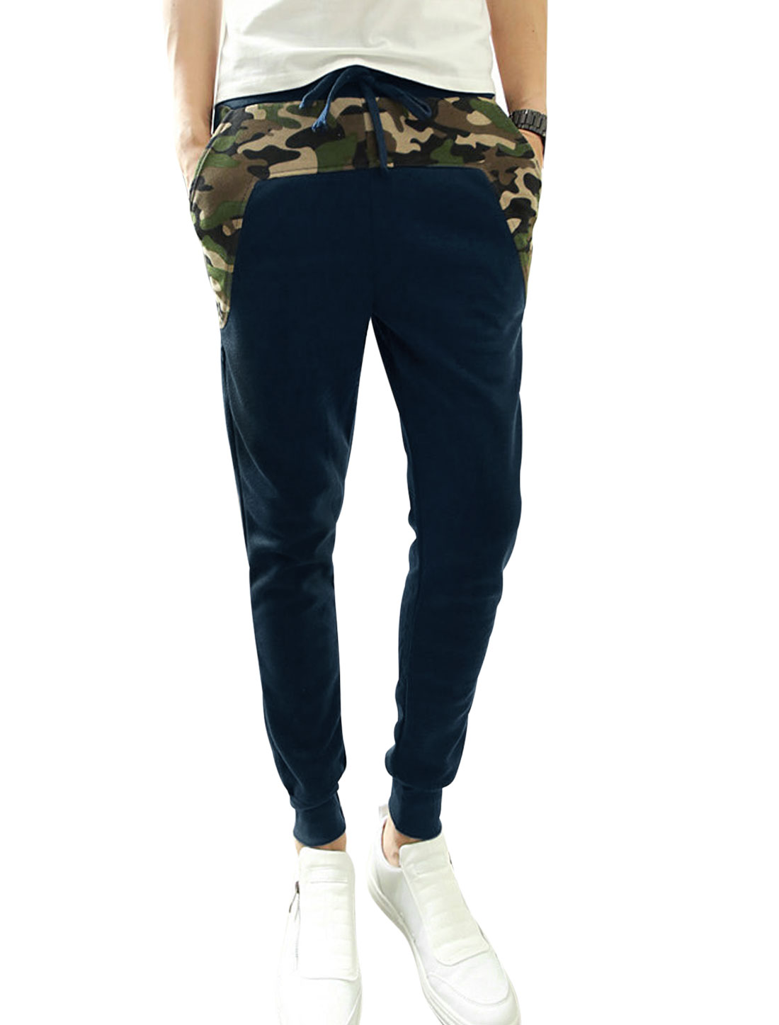 Men Ribbed Cuffs Camouflage Pattern Tapered Leg Design Pants Navy Blue W30