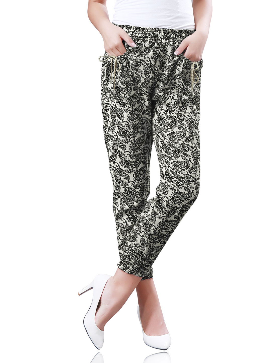 Women All-over Floral Paisleys Print Drawstring Front Pockets Jogger Pants Black Beige M