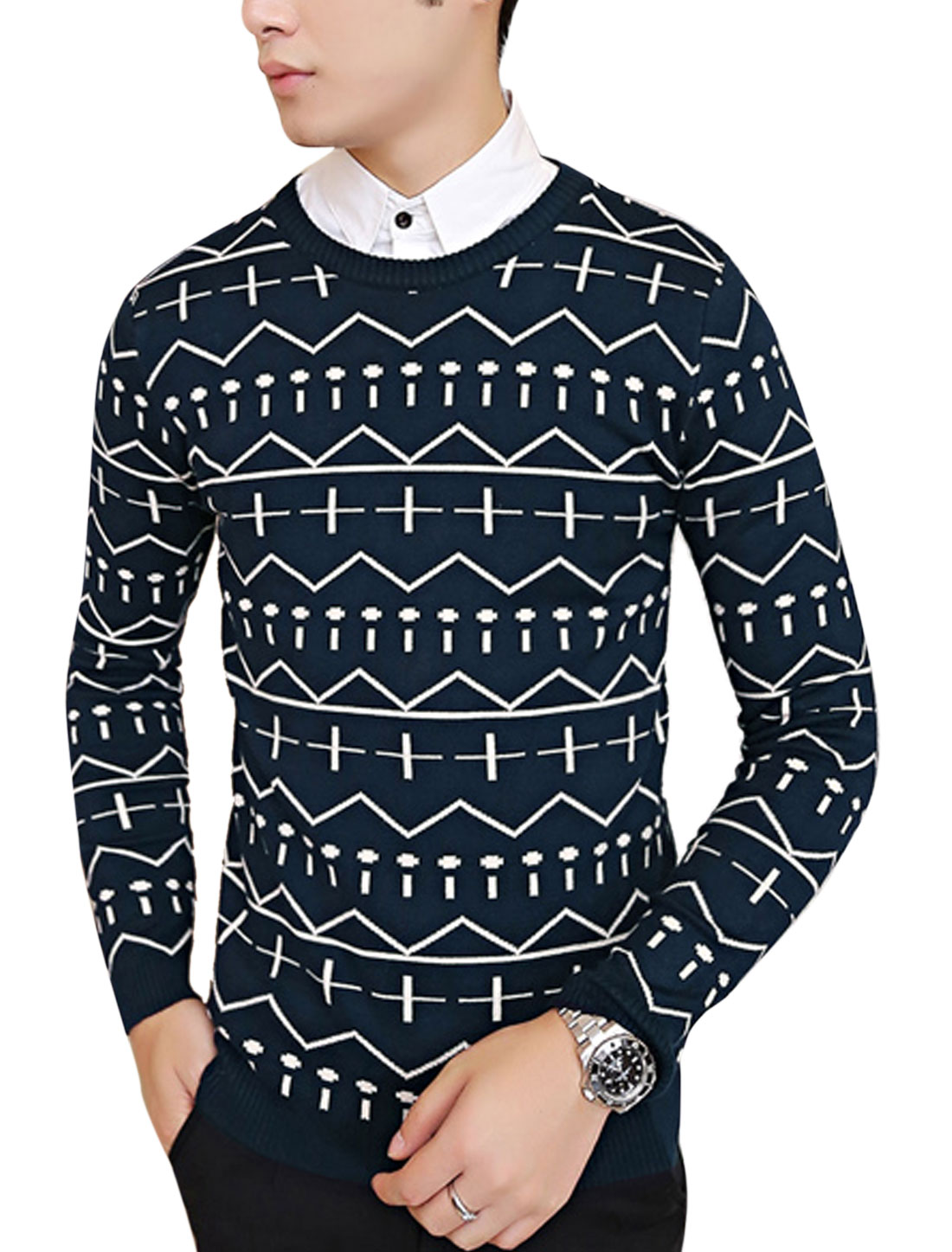 Men Round Neck Geometric Pattern Casual Knit Shirt Navy Blue M