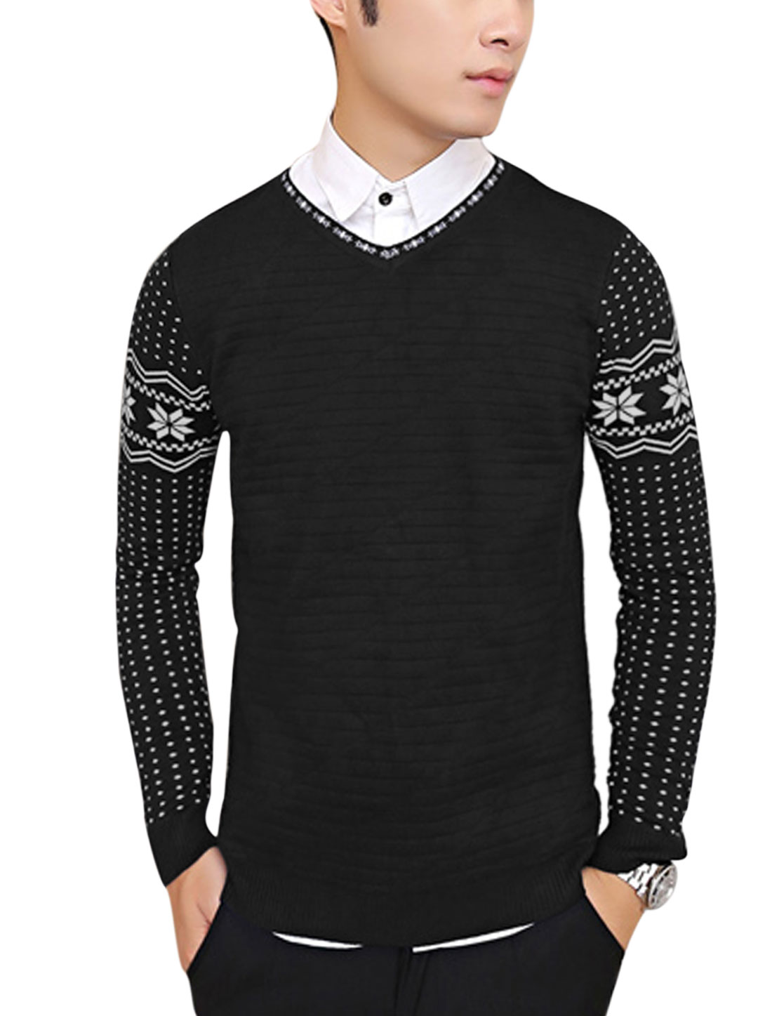 Men V Neck Tiered design Geometric Pattern Casual Knit Shirt Black M