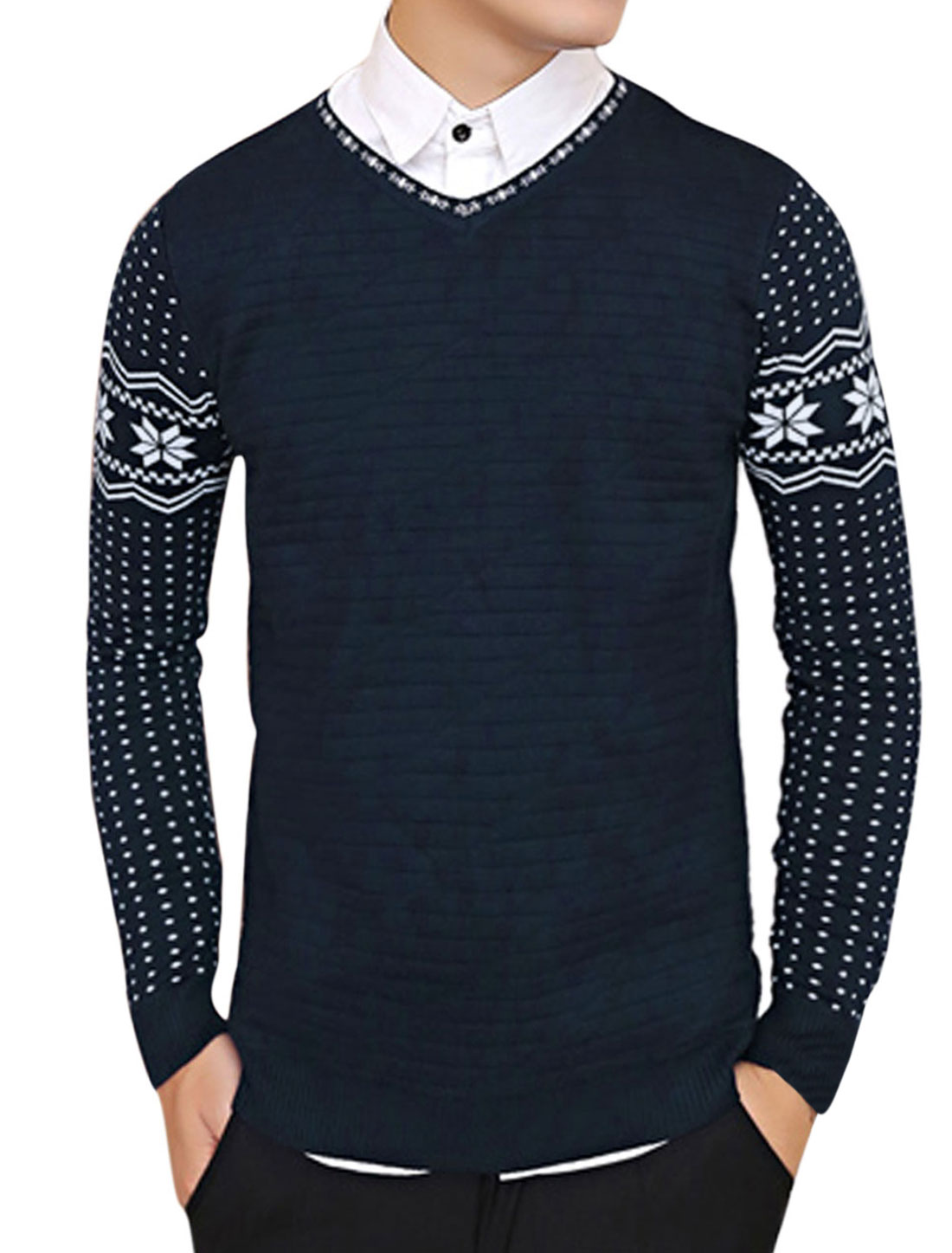 Men Long Sleeve Tiered design Geometric Pattern Leisure Knit Shirt Navy Blue M
