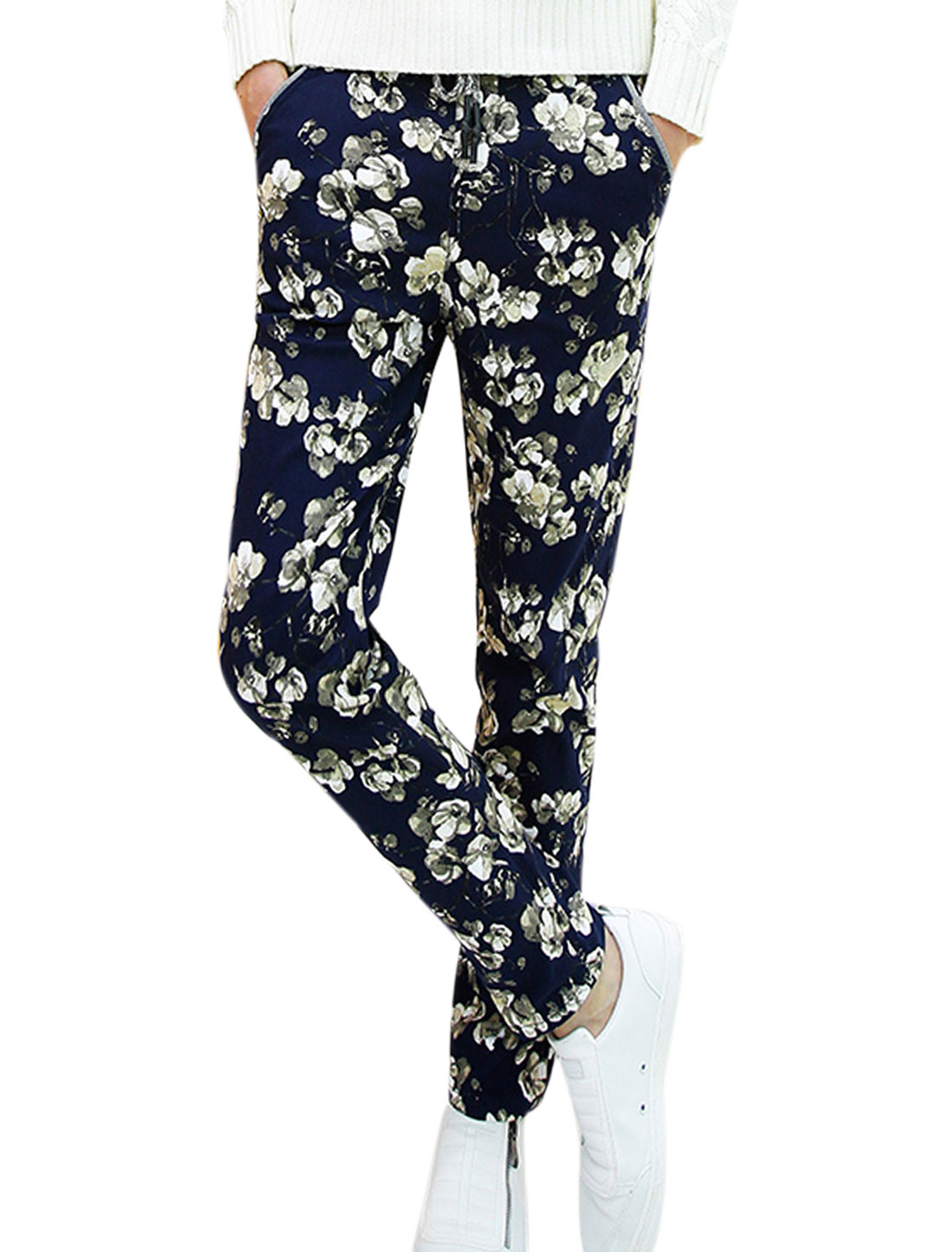 Men Patch Back Pockets All Over Flower Pattern Casual Pants Navy Blue W30