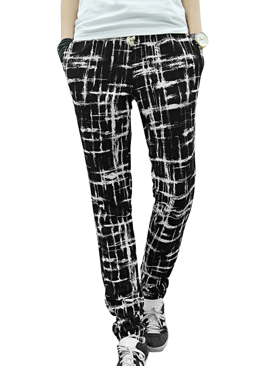 Men Welt Hip Pockets Cuffed All Over Novelty Print Casual Pants Black W30