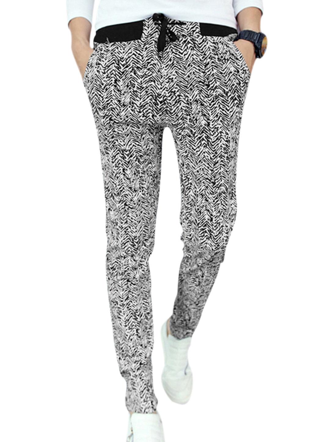 Men Hip Pockets Decor All Over Zigzag Print Leisure Pants Black White W30