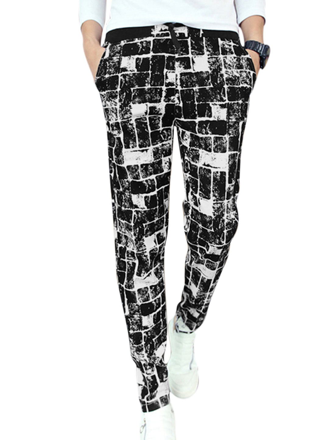 Men Hip Pockets Decor All Over Check Pattern Casual Pants Black W30