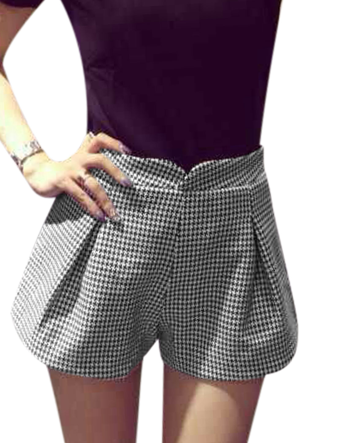 Women Natural Waist Houndstooth Pattern Casual Shorts Black White M