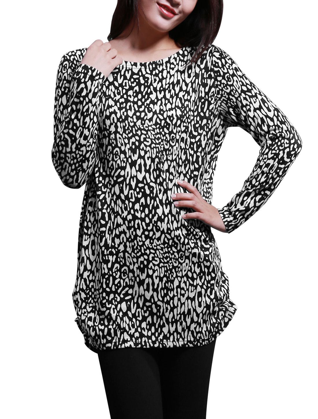 Women Long Sleeves All Over Leopard Print Tunic Knit Shirt Black White XS