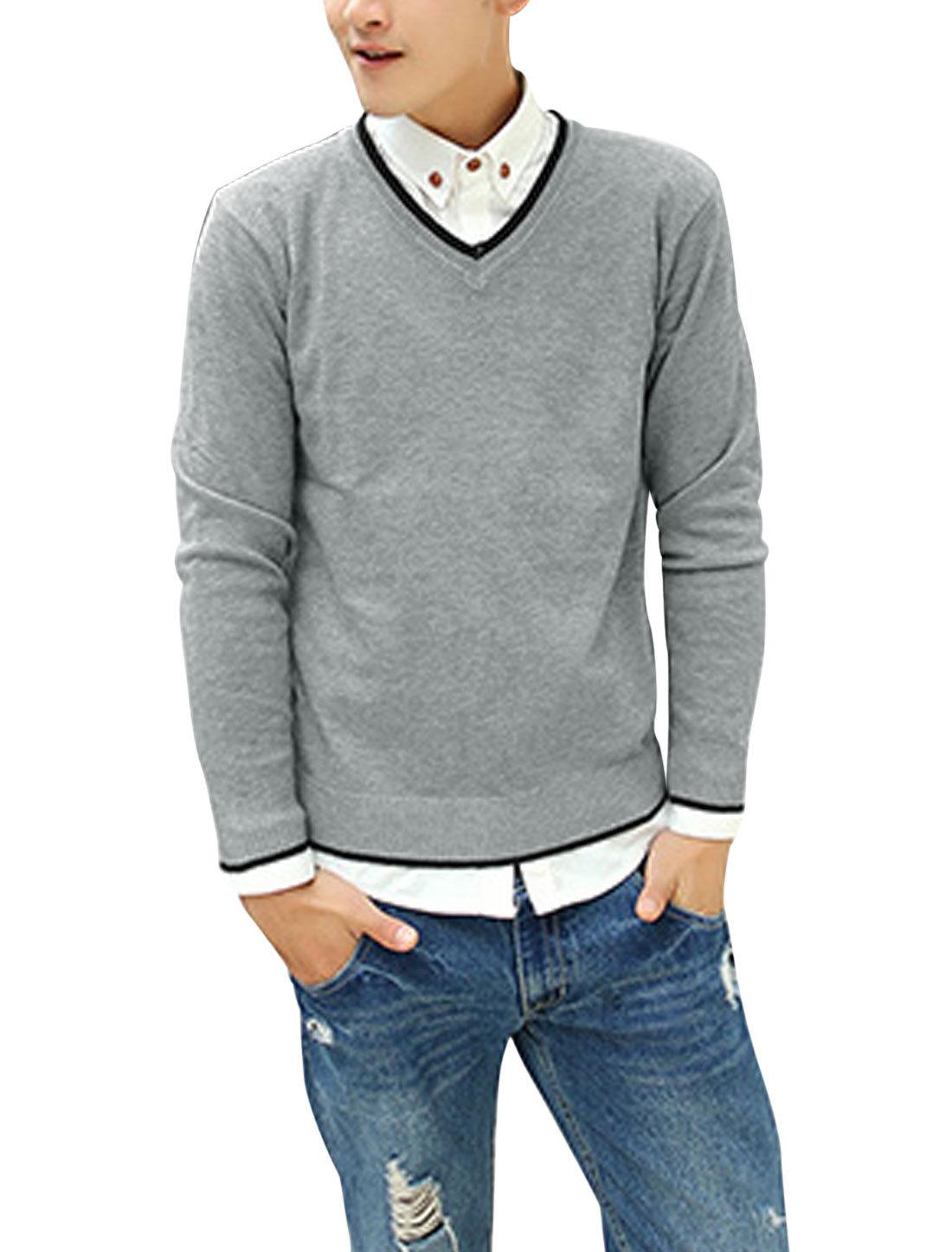 Men V Neck Long Sleeves Patched Detail Casual Slim Fit Sweater Light Gray M