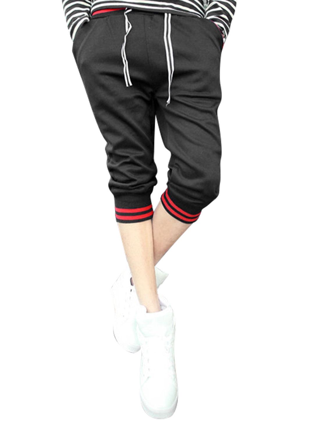 Men Elastic Waisted Mid Rise Contrast Color Casual Capri Pants Black Red W30