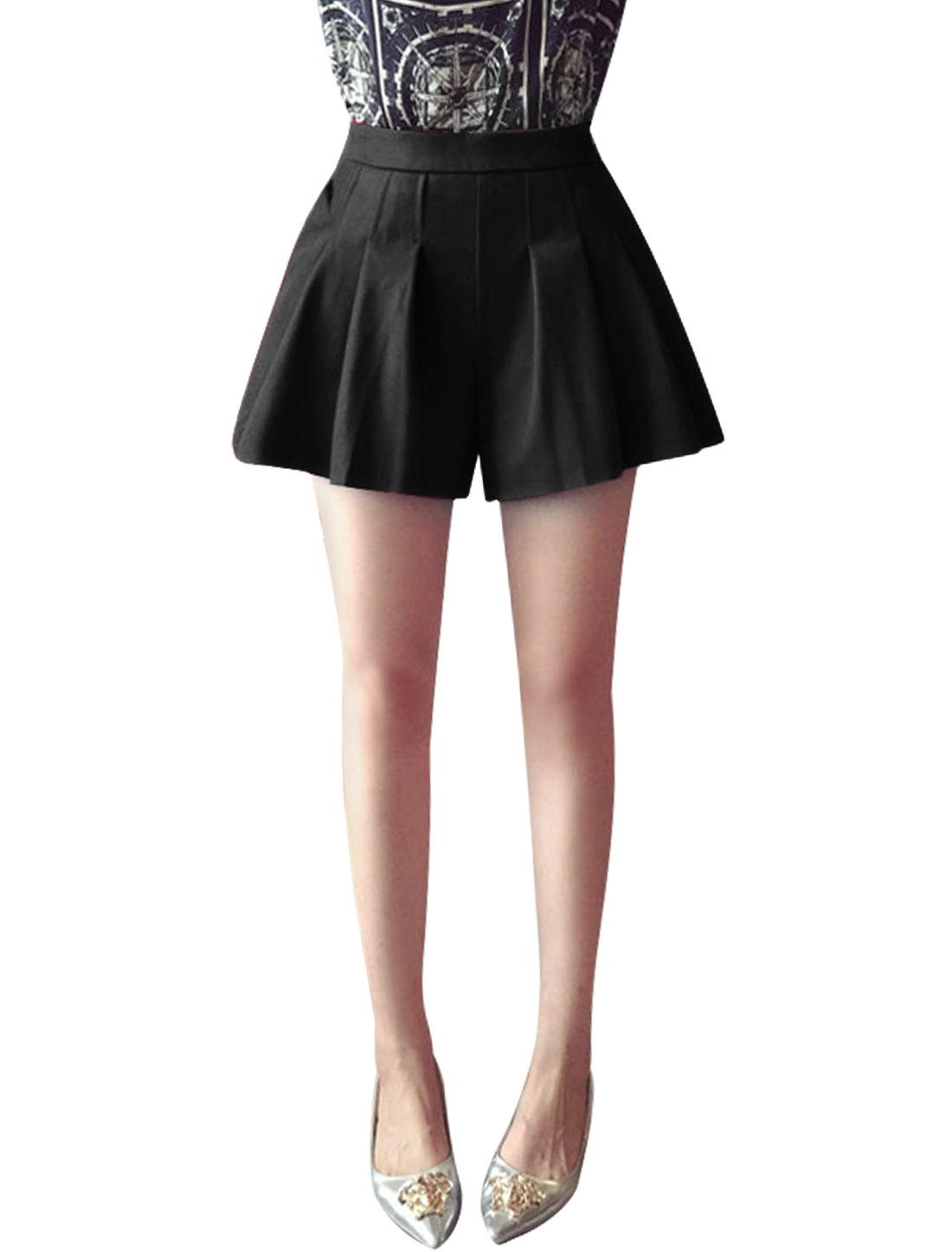 Woman Slant Pockets Hidden Zip Closure Casual Pleated Shorts Black S