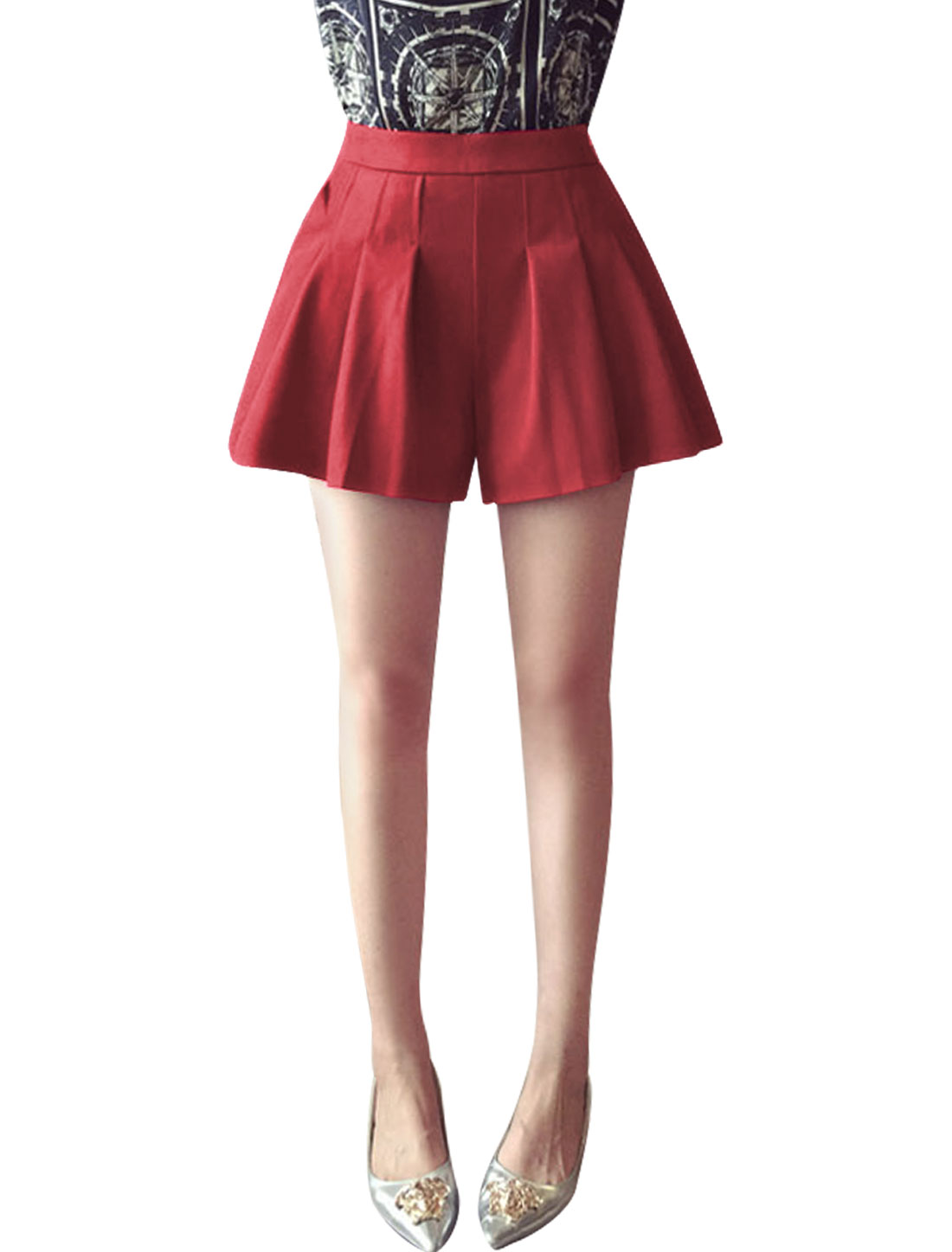 Woman Slant Pockets Concealed Zipper Side Casual Pleated Shorts Red S