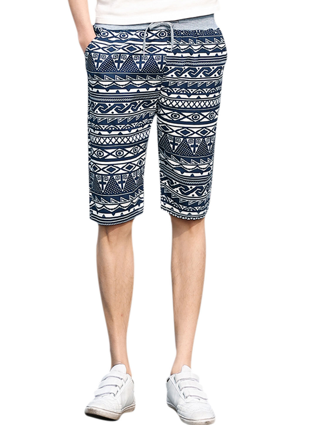 Man Geometrical Prints Elastic Waist Slant Pockets Beach Shorts Navy Blue White W32