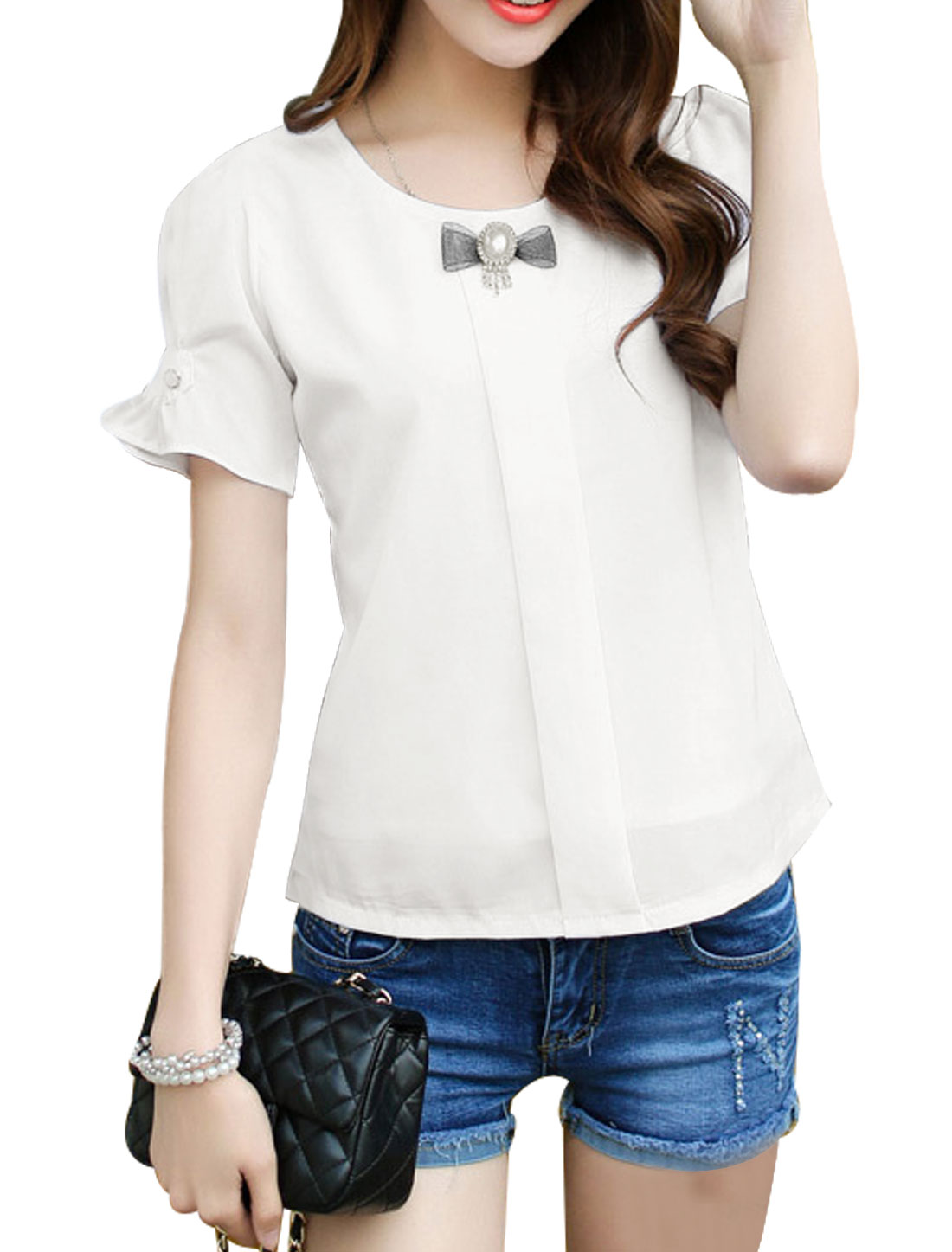 Woman Round Neck Short Sleeves Slipoverover Leisure Top w Brooch White XS