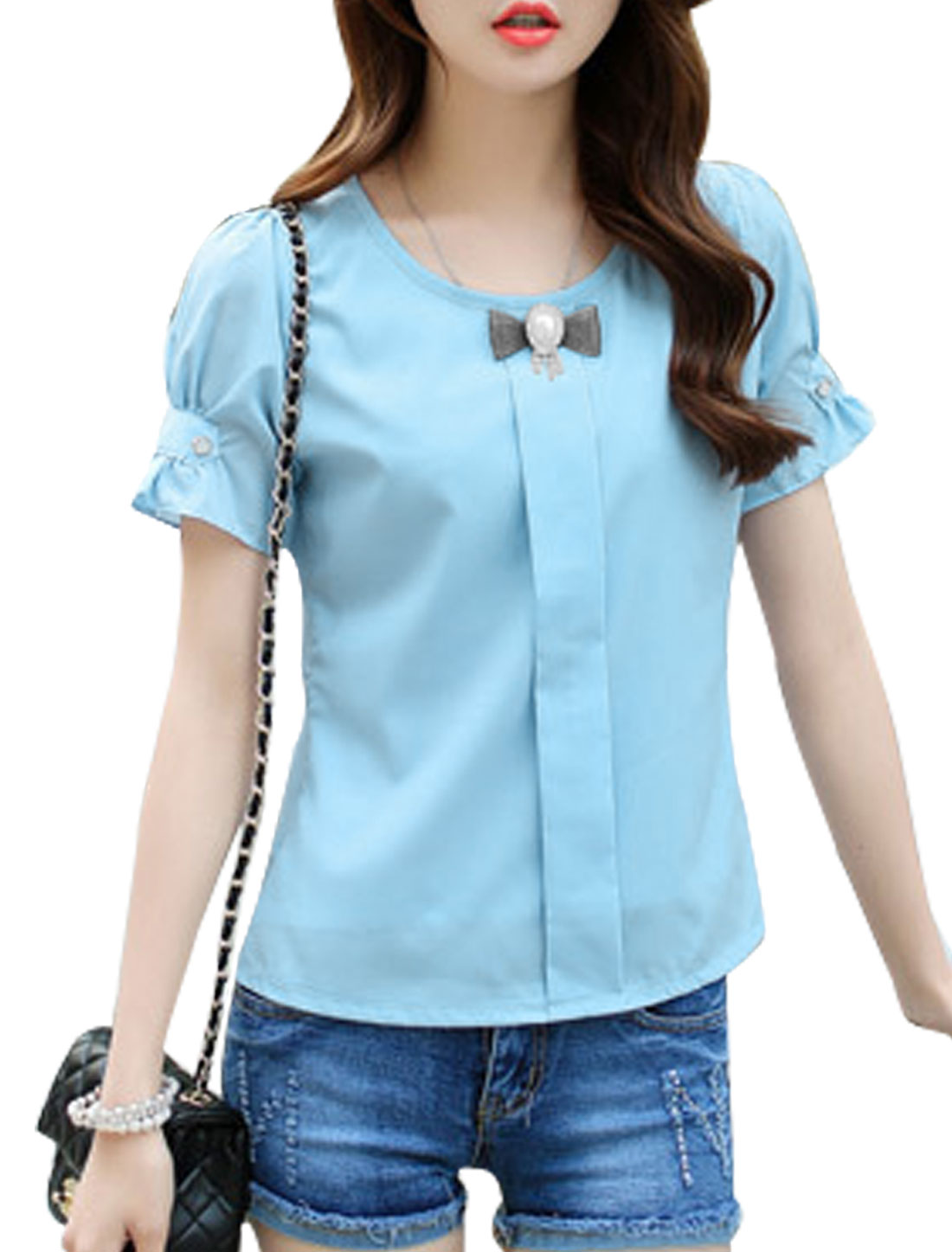 Woman Round Neck Short Sleeves Button Decor Top w Brooch Light Blue XS