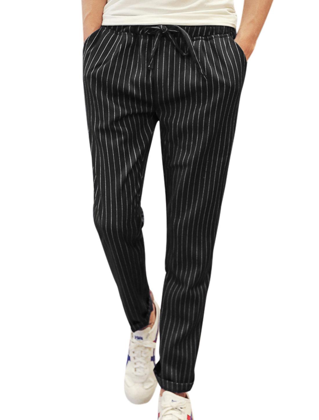 Men Mid Rise Drawstring Waist Stripes Print Pockets Cropped Pants Black W30