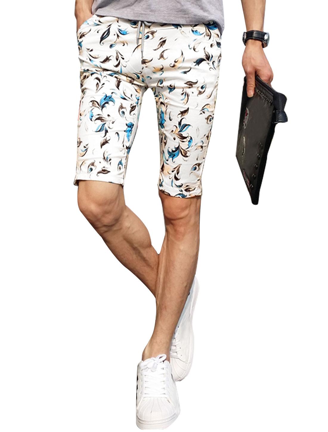 Man Feathers Pattern Drawstring Waist Slant Pockets Shorts White W30