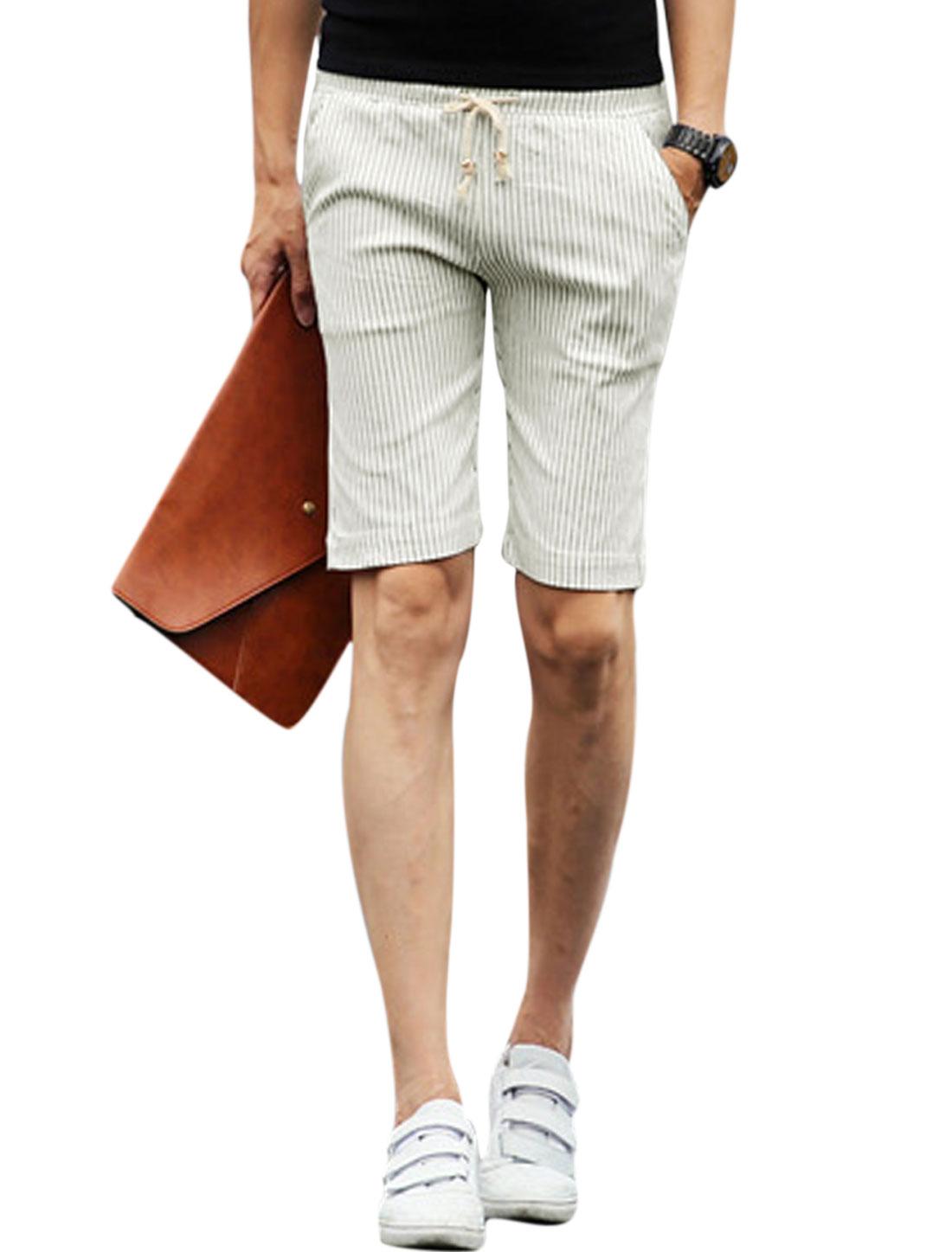 Men Drawstring Waist Stripes Print Pockets Slim Fit Short Pants White W30