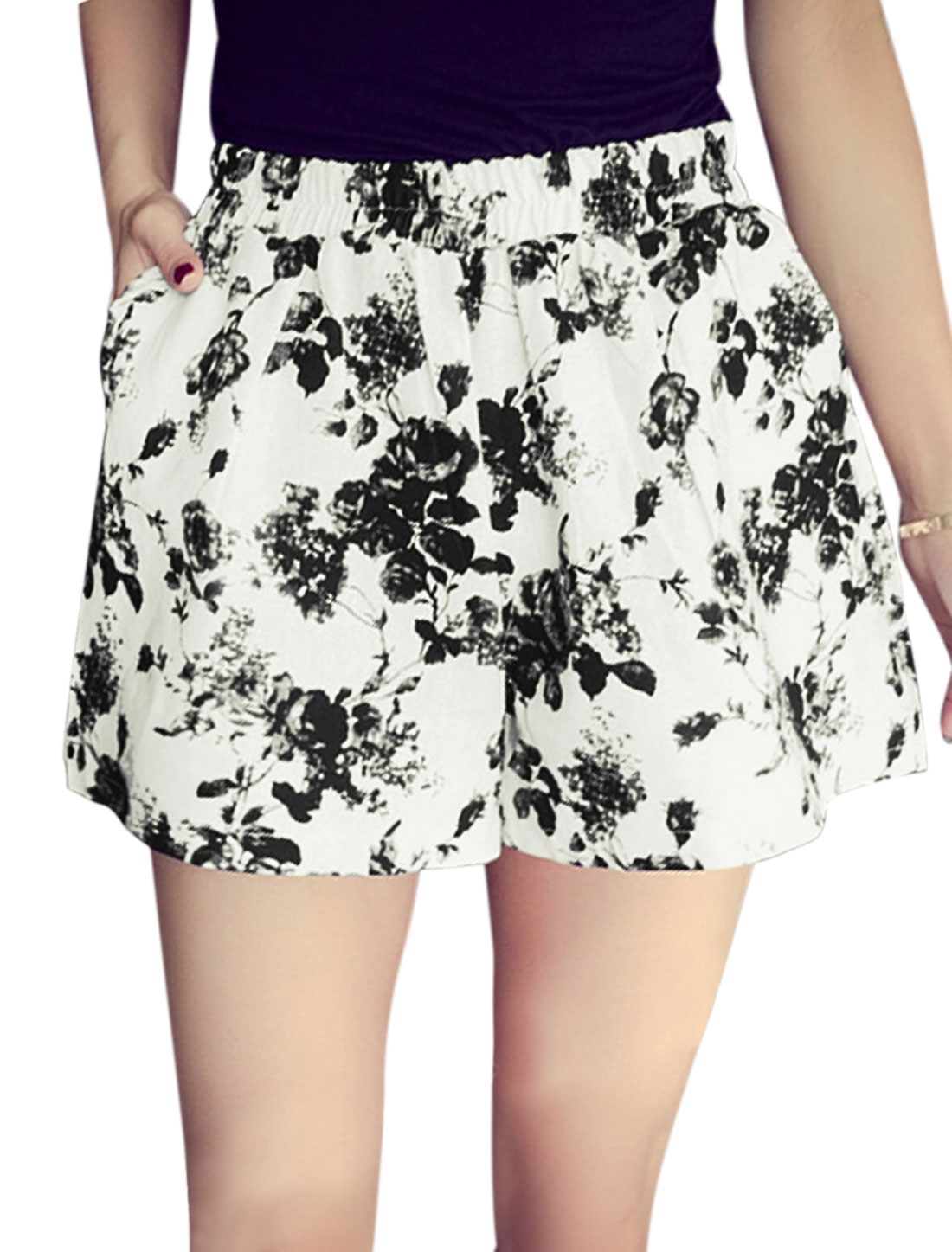 Woman Floral Prints Elastic Waist Two Slant Pockets Flare Shorts White XS