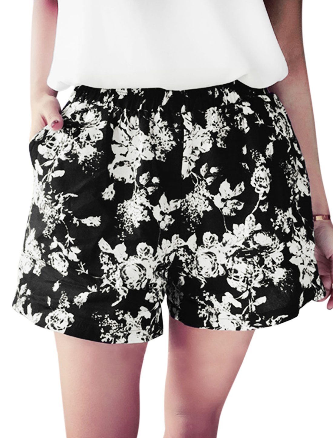 Woman Floral Prints Elastic Waist Mid Rise Casual Flare Shorts Black XS