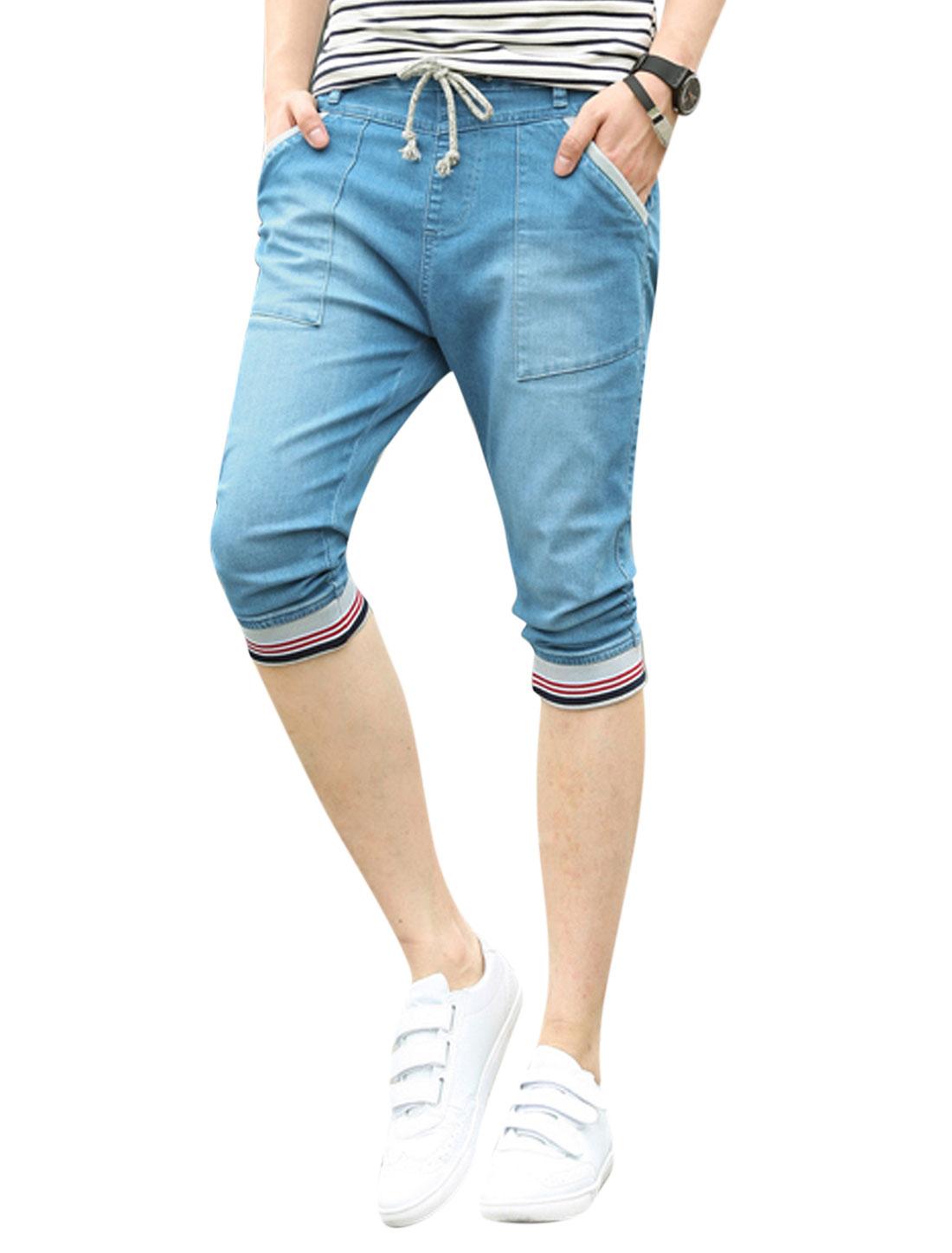 Man Elastic Waist Stripes Trim Drawstring Capri Jeans Blue W32