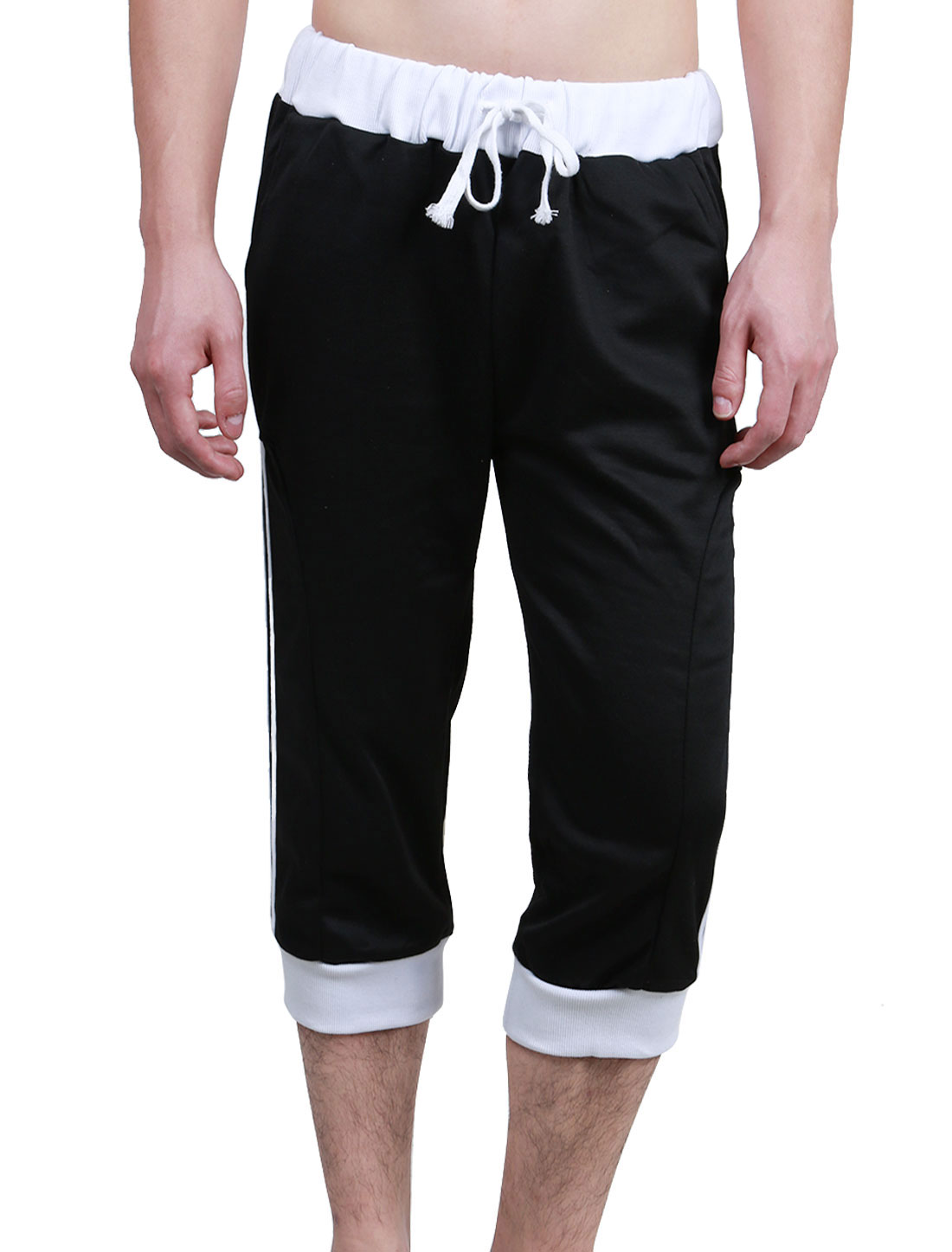 Men Drawstring Waist Slant Pockets Sport Capris Trousers Black White W34