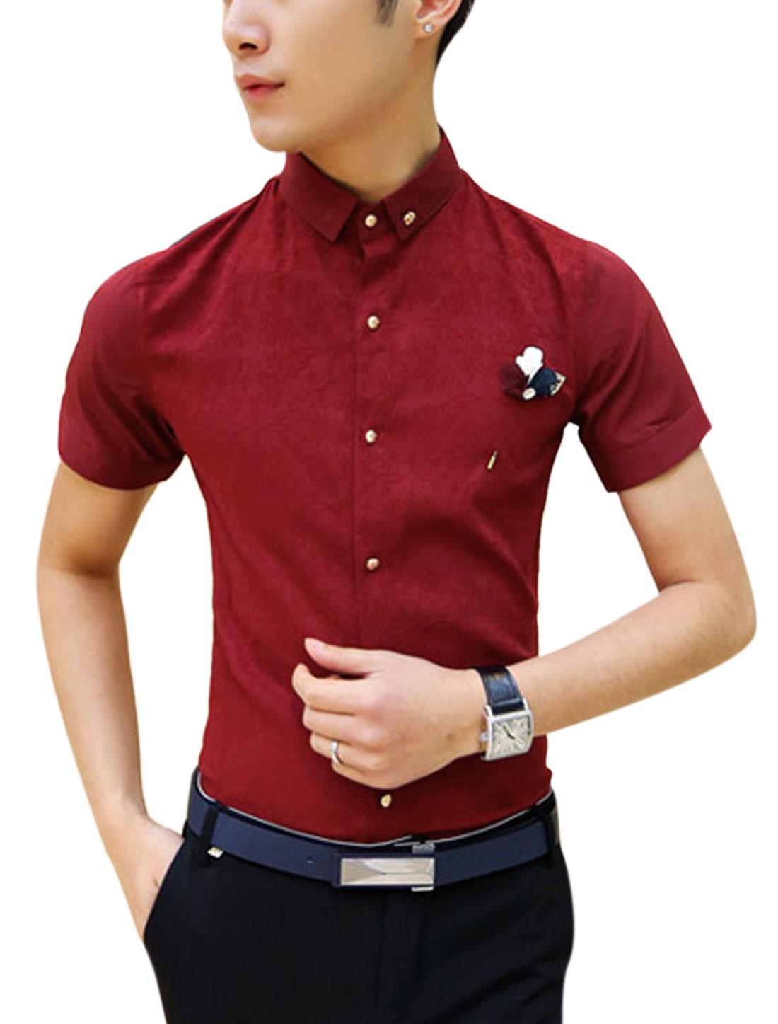 Men Short Sleeve Point Collar Brooch Decor Shirt Burgundy S