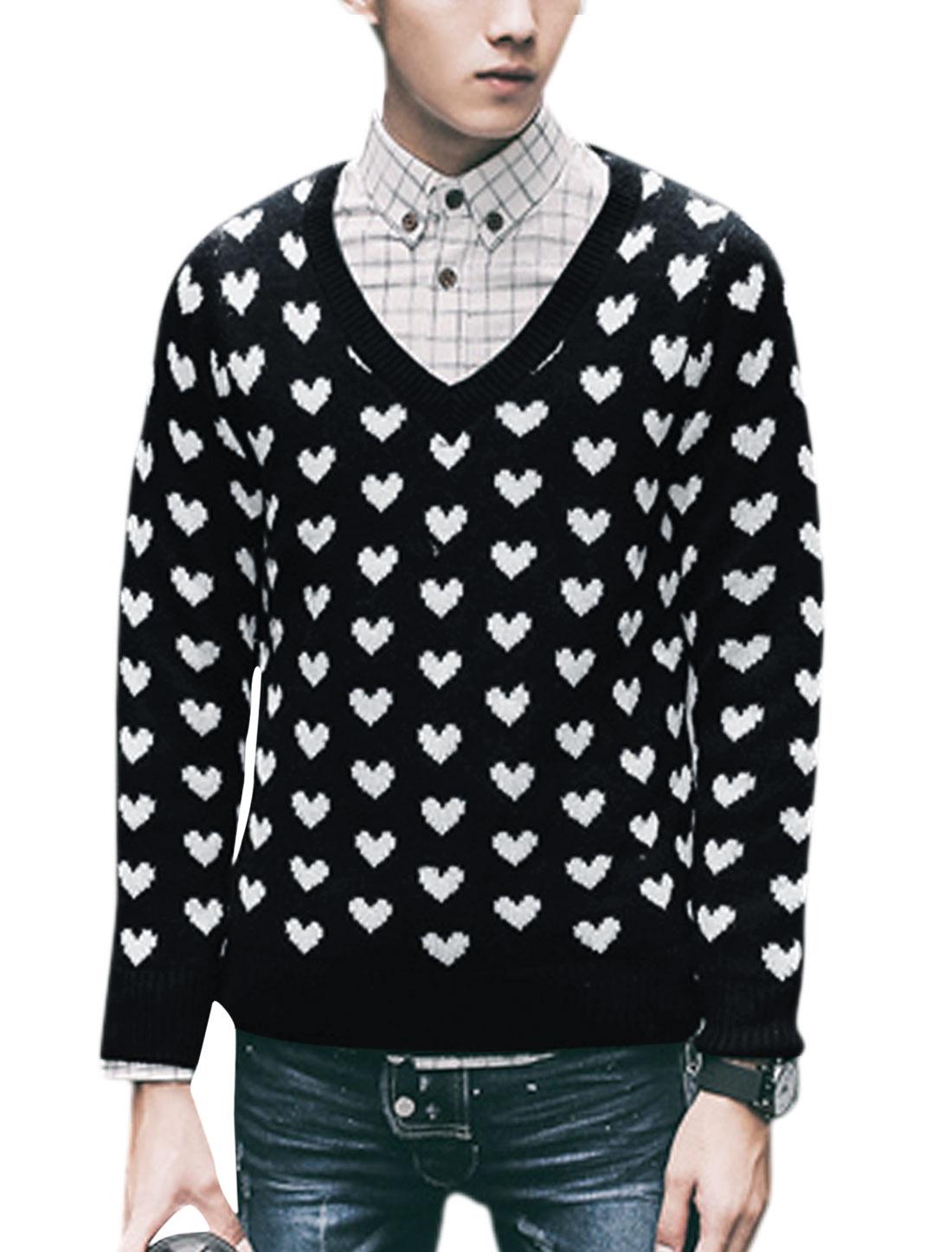 Men Slipover Long Sleeve V Neck Heart Print Knit Shirt Black M