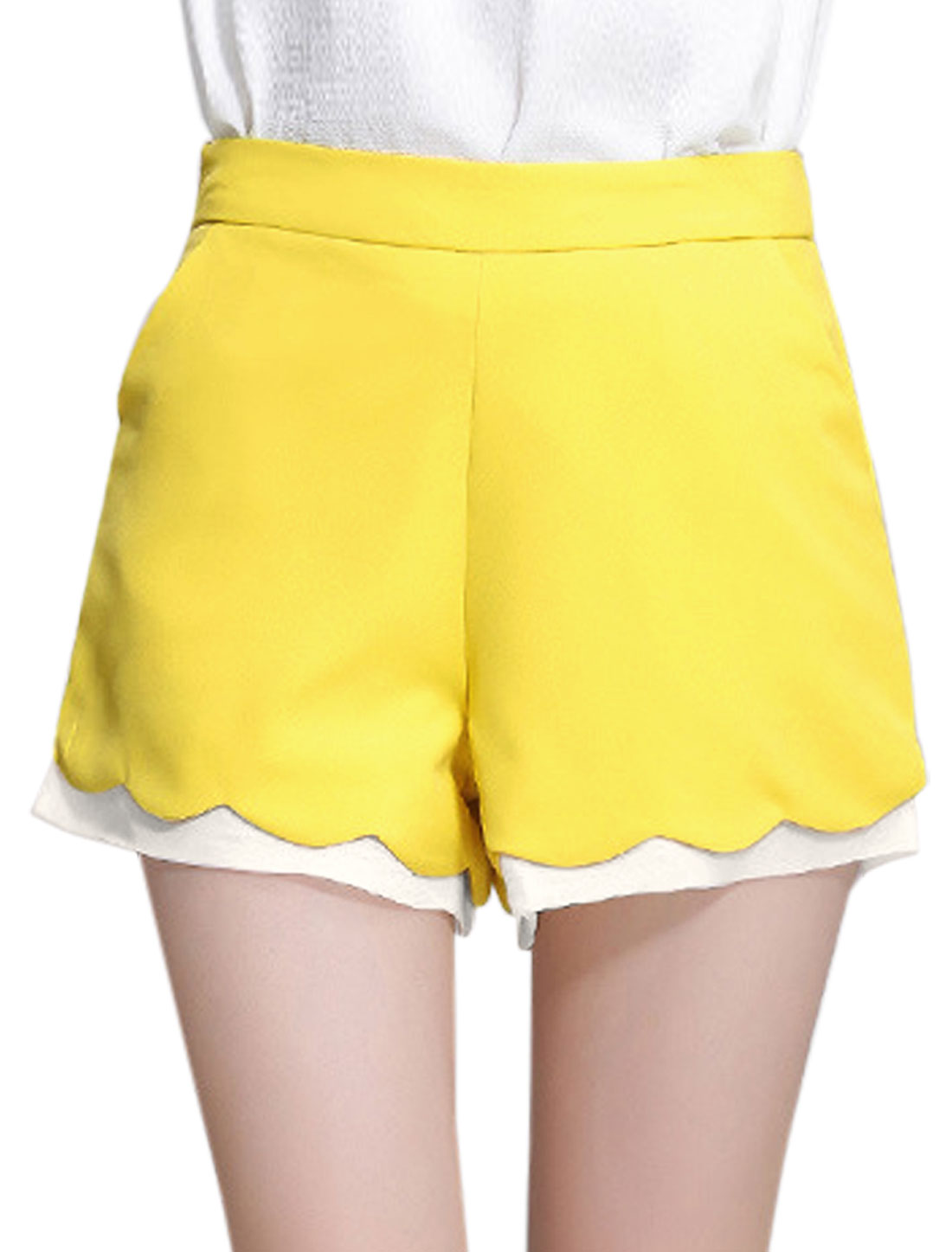 Lady Scalloped Trim Two Side Pockets Casual Shorts Light Yellow L