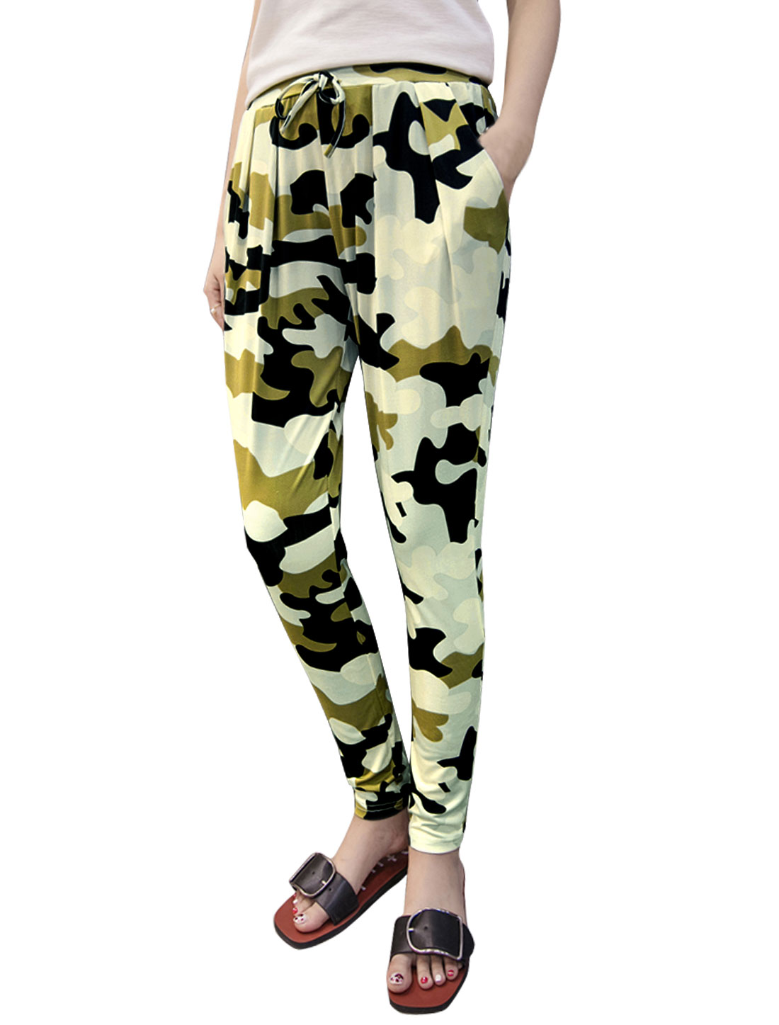 Women Drawstring Elastic Waist Tapered Camouflage Print Pants Beige S