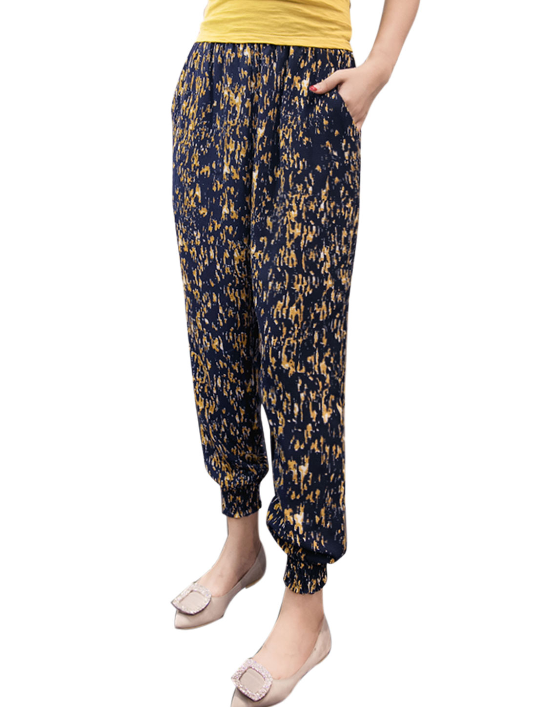 Women Elastic Waist Novelty Prints Tapered Cropped Pants Yellow M